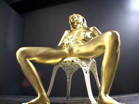 セックスするとご利益がある(?)全身金粉女のエロ画像集(30枚)・21枚目