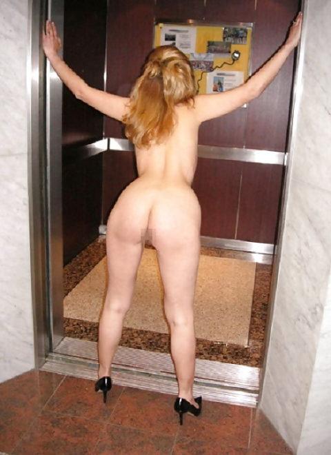 扉が開いたらこの状態wwwww質の悪いエレベーター露出魔のエロ画像集(30枚)・25枚目