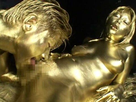 セックスするとご利益がある(?)全身金粉女のエロ画像集(30枚)・25枚目