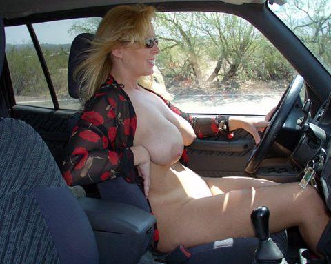 ドライブ露出という初級の露出プレイ、尚見つかったら逮捕だから注意しろよ!(画像26枚)・24枚目