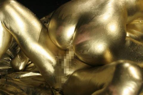 セックスするとご利益がある(?)全身金粉女のエロ画像集(30枚)・3枚目