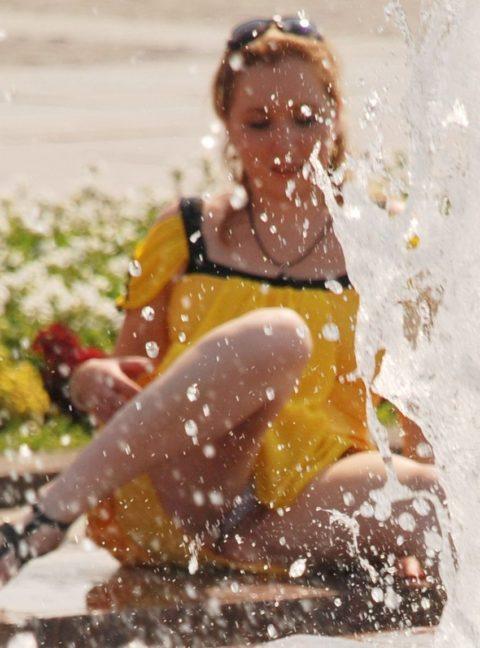 【盗撮】初夏の噴水がパンチラスポットだって知ってた?(画像30枚)・3枚目