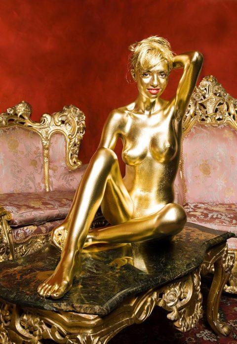 セックスするとご利益がある(?)全身金粉女のエロ画像集(30枚)・4枚目