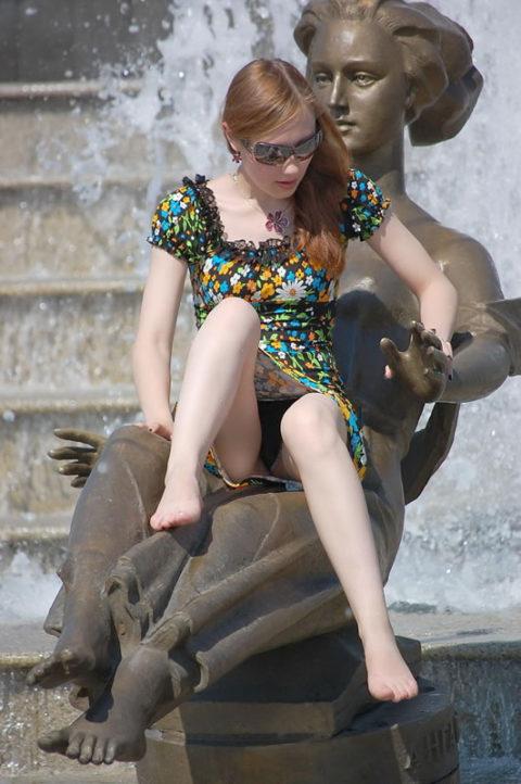 【盗撮】初夏の噴水がパンチラスポットだって知ってた?(画像30枚)・4枚目