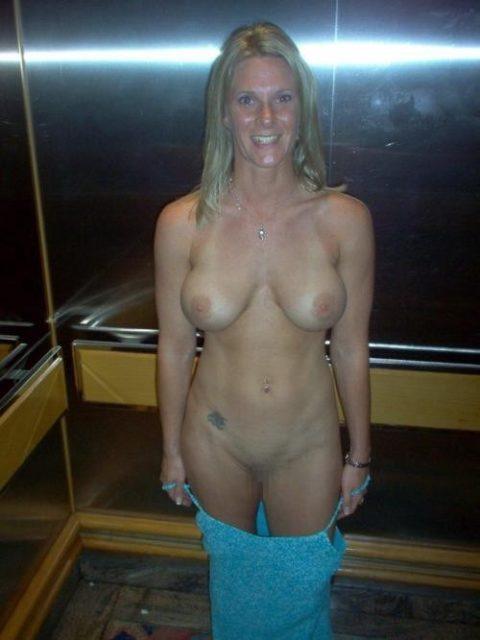 扉が開いたらこの状態wwwww質の悪いエレベーター露出魔のエロ画像集(30枚)・6枚目