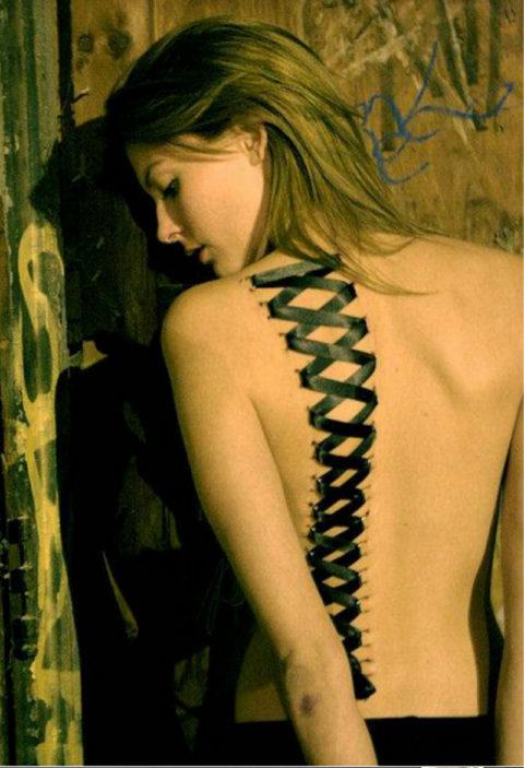 【コルセットピアス】常軌を逸した女がやるボディピアスの進化系(画像30枚)・6枚目