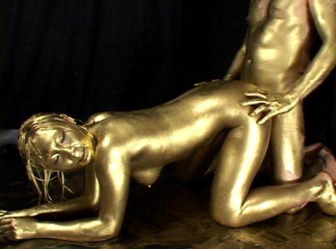 セックスするとご利益がある(?)全身金粉女のエロ画像集(30枚)・6枚目