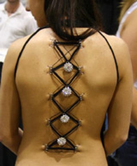 【コルセットピアス】常軌を逸した女がやるボディピアスの進化系(画像30枚)・7枚目