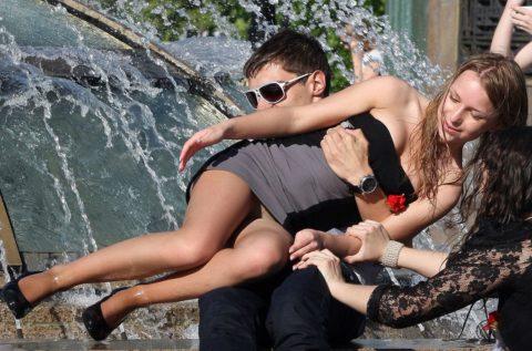 【盗撮】初夏の噴水がパンチラスポットだって知ってた?(画像30枚)・7枚目