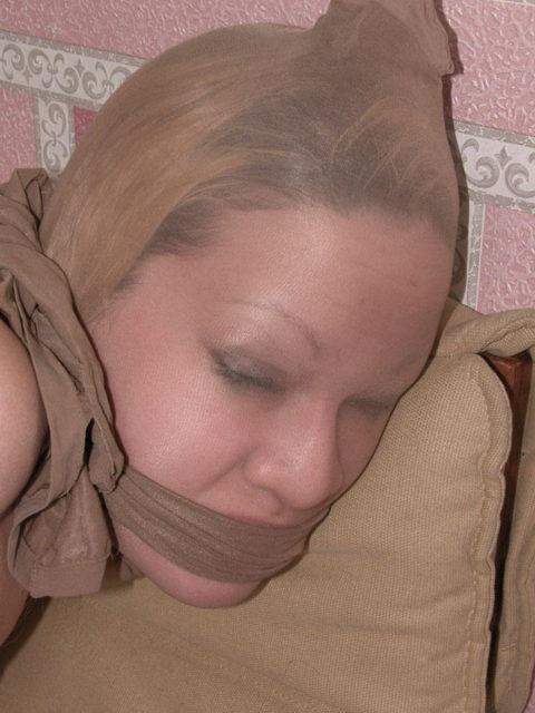 パンストを使って手っ取り早く女を辱める方法がこちらwwwwwwww(画像28枚)・8枚目