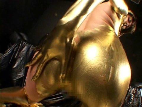 セックスするとご利益がある(?)全身金粉女のエロ画像集(30枚)・9枚目