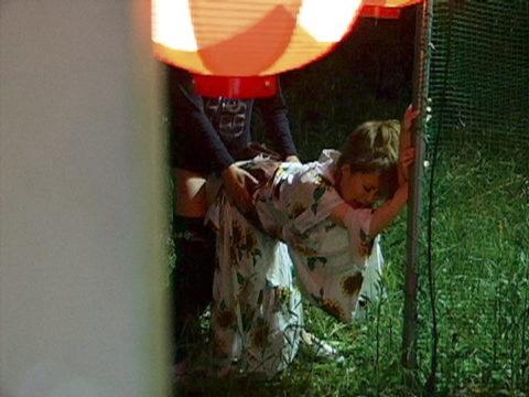 彼女が夏祭りに浴衣で来たから部屋まで我慢できなかった結果・・・(画像25枚)・9枚目