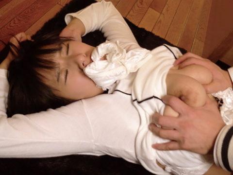 【画像】一気にレイプっぽくなるパンティで口塞ぎセックス(30枚)・1枚目