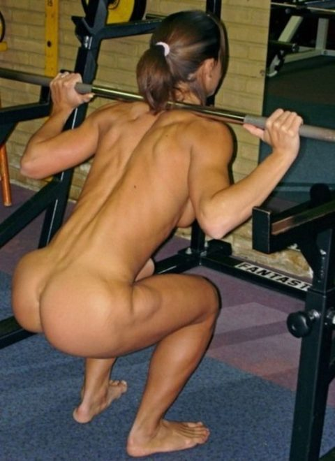 こんなジムは嫌だ!全裸でトレーニングする女子がエロ過ぎて集中できない・・・(画像30枚)・1枚目