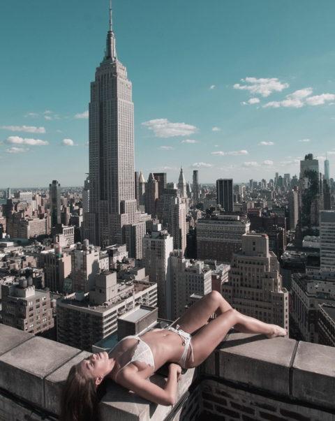 高所と美女のヌードがWでチンコを刺激してくれるセクシー画像集(30枚)・11枚目