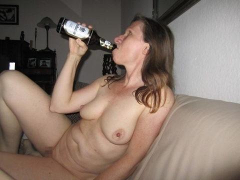 酒をラッパ飲みであおるセックス大好きって顔したビッチたち(画像27枚)・10枚目