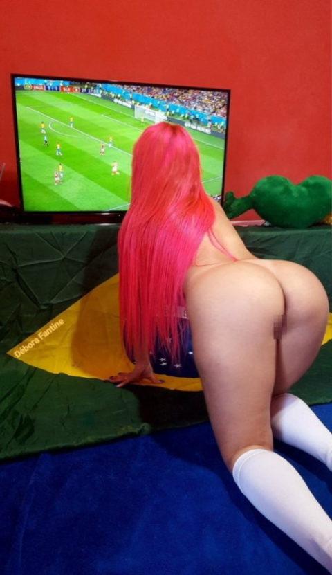 自宅でワールドカップ観戦する女たちが興奮してアップしたエロ画像集(22枚)・12枚目