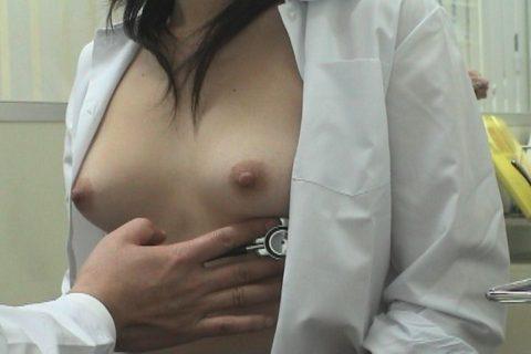 【内科検診】おっぱい診察に精を出す変態医師のエロ画像集(26枚)・14枚目