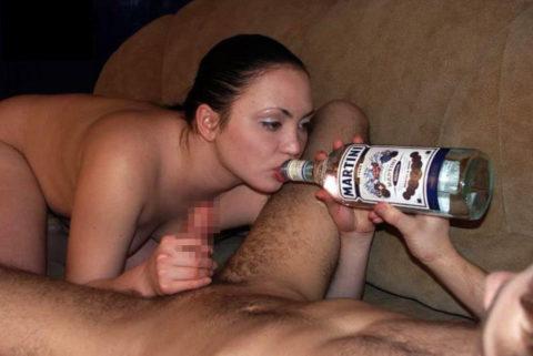 酒をラッパ飲みであおるセックス大好きって顔したビッチたち(画像27枚)・16枚目