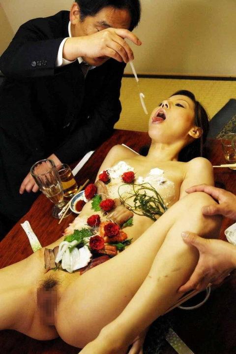 世界が驚く(呆れる?)日本が誇る「女体盛り」とかいうエロ文化(画像30枚)・19枚目