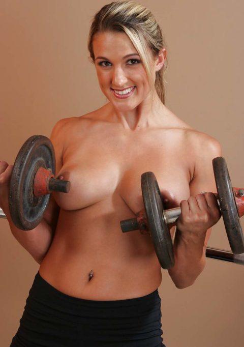 こんなジムは嫌だ!全裸でトレーニングする女子がエロ過ぎて集中できない・・・(画像30枚)・19枚目