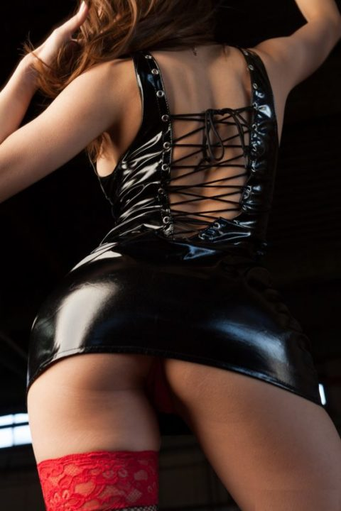 M男は見ただけで我慢汁が溢れ出すというボンテージ美女のセクシー画像集(30枚)・2枚目