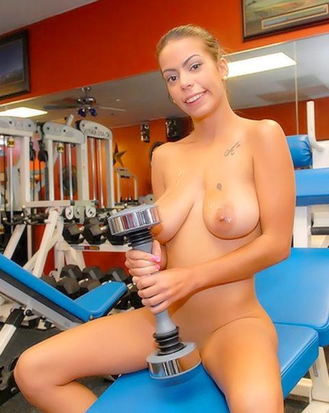 こんなジムは嫌だ!全裸でトレーニングする女子がエロ過ぎて集中できない・・・(画像30枚)・20枚目