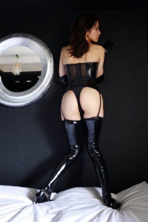 M男は見ただけで我慢汁が溢れ出すというボンテージ美女のセクシー画像集(30枚)・21枚目