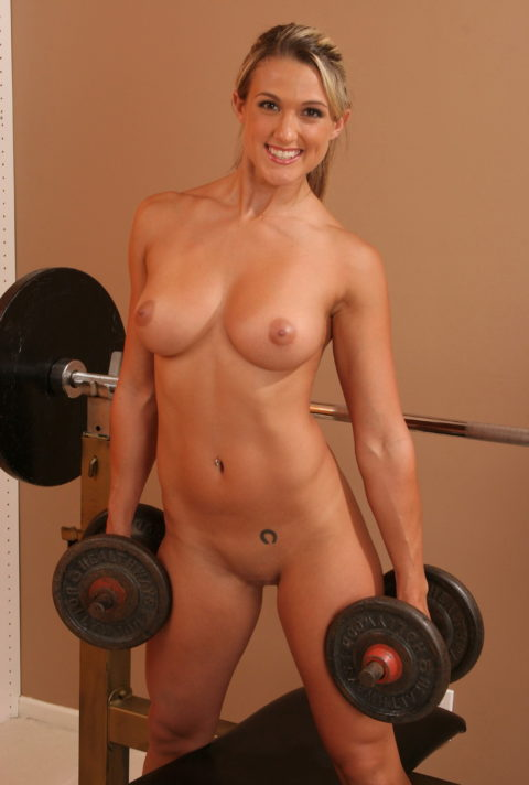 こんなジムは嫌だ!全裸でトレーニングする女子がエロ過ぎて集中できない・・・(画像30枚)・21枚目