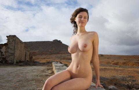 大自然に負けてない美女の野外ヌード画像集(30枚)・22枚目
