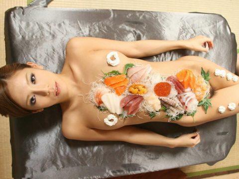 世界が驚く(呆れる?)日本が誇る「女体盛り」とかいうエロ文化(画像30枚)・25枚目