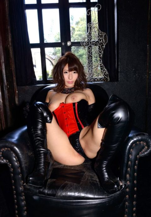 M男は見ただけで我慢汁が溢れ出すというボンテージ美女のセクシー画像集(30枚)・26枚目