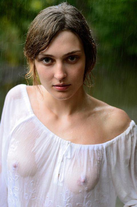 【透け乳首あり】ズブ濡れはりつきオッパイのスケベさは異常・・・(画像27枚)・27枚目