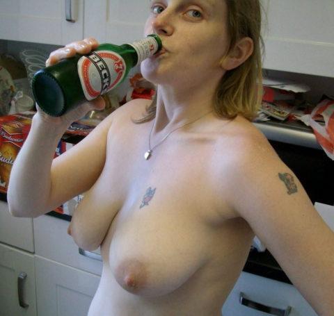 酒をラッパ飲みであおるセックス大好きって顔したビッチたち(画像27枚)・25枚目