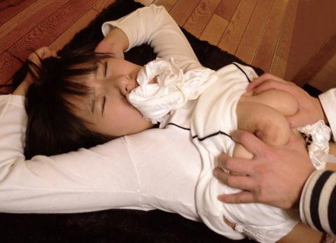 【画像】一気にレイプっぽくなるパンティで口塞ぎセックス(30枚)・29枚目