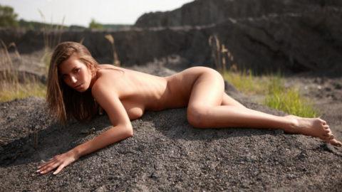 大自然に負けてない美女の野外ヌード画像集(30枚)・3枚目