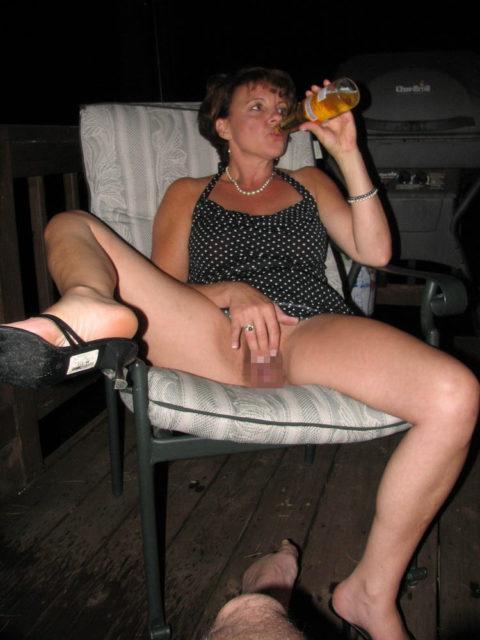 酒をラッパ飲みであおるセックス大好きって顔したビッチたち(画像27枚)・3枚目