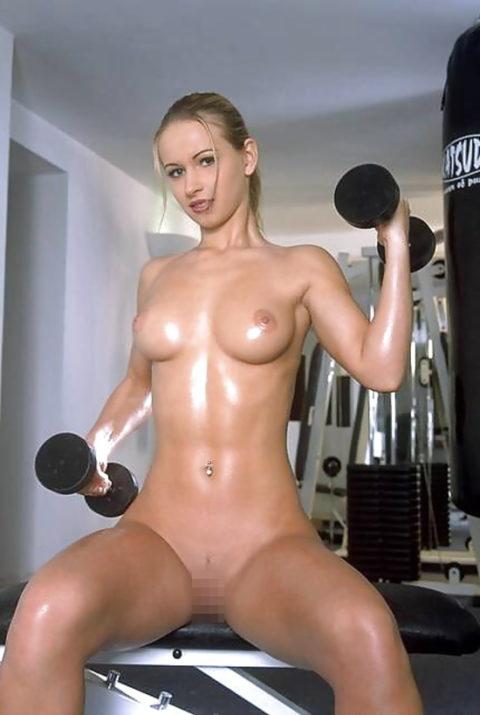 こんなジムは嫌だ!全裸でトレーニングする女子がエロ過ぎて集中できない・・・(画像30枚)・30枚目