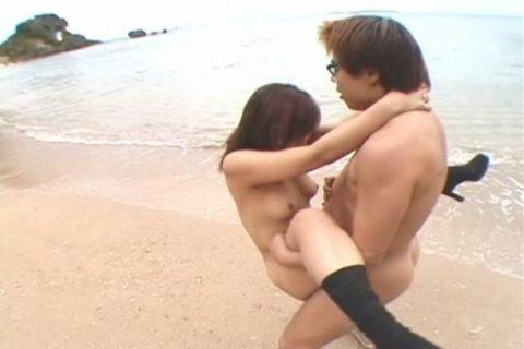 【エロ画像】紳士は野外セックスの時の体位はこうするwwwwwwwww(22枚)・4枚目