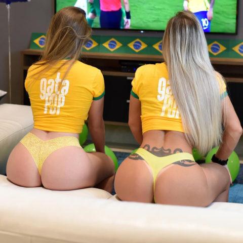 自宅でワールドカップ観戦する女たちが興奮してアップしたエロ画像集(22枚)