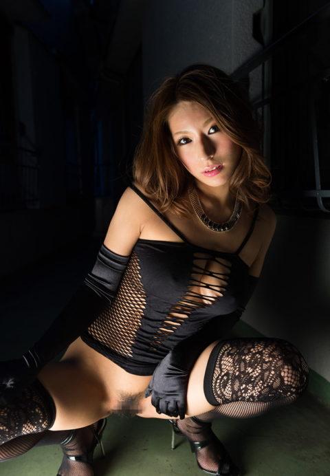M男は見ただけで我慢汁が溢れ出すというボンテージ美女のセクシー画像集(30枚)・5枚目