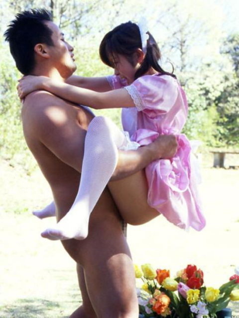 【エロ画像】紳士は野外セックスの時の体位はこうするwwwwwwwww(22枚)・7枚目