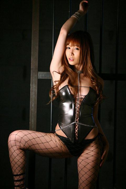 M男は見ただけで我慢汁が溢れ出すというボンテージ美女のセクシー画像集(30枚)・7枚目