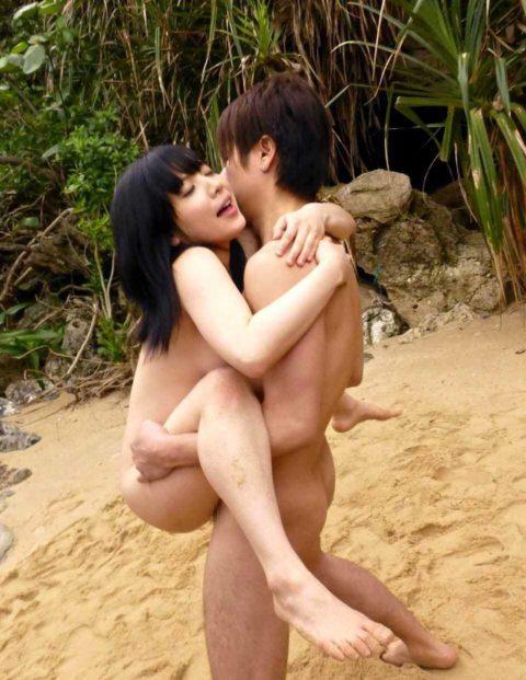【エロ画像】紳士は野外セックスの時の体位はこうするwwwwwwwww(22枚)・9枚目