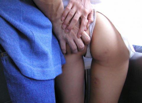 【痴漢の瞬間】電車で被害に遭っている女性たちの反応をご覧ください・・・92枚・30枚目