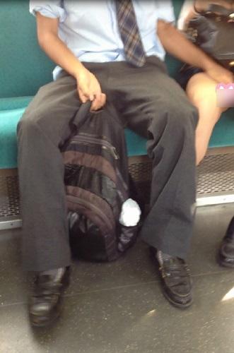 【痴漢の瞬間】電車で被害に遭っている女性たちの反応をご覧ください・・・92枚・33枚目