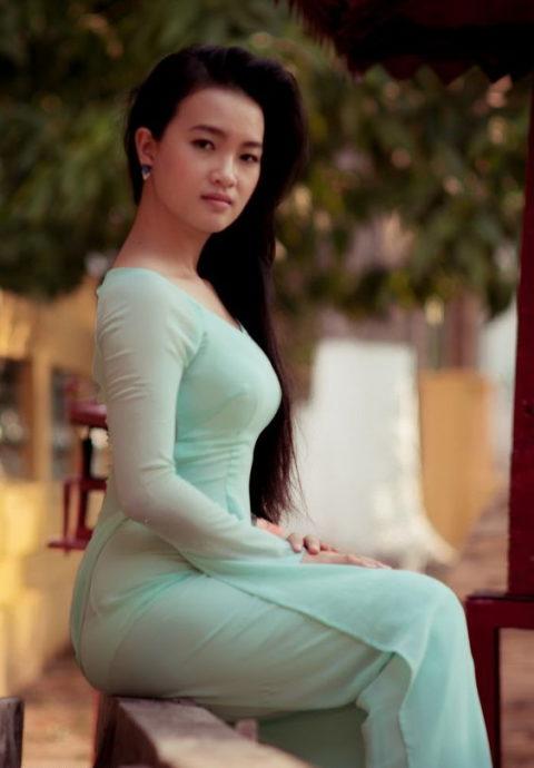 ベトナム行ったら一発でヤラれちゃうアオザイ美女たちの画像集(25枚)・10枚目