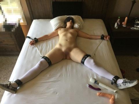 【SM】全裸で大の字に拘束された無防備状態の女たち(画像25枚)・9枚目