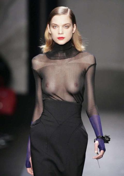 乳首ポロリしてもポーカーフェイスで決めるスーパーモデルたち(画像30枚)・13枚目