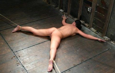 【SM】全裸で大の字に拘束された無防備状態の女たち(画像25枚)・11枚目